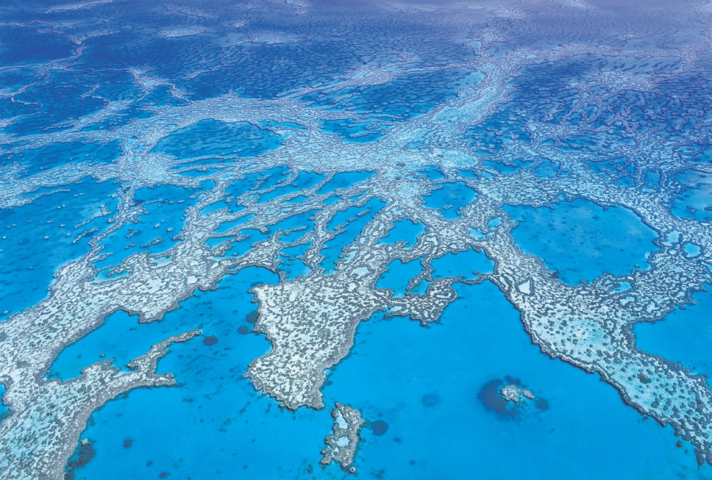 006754 Aerial of Hardy Reef, Great Barrier Reef Copyright: Tourism Queensland
